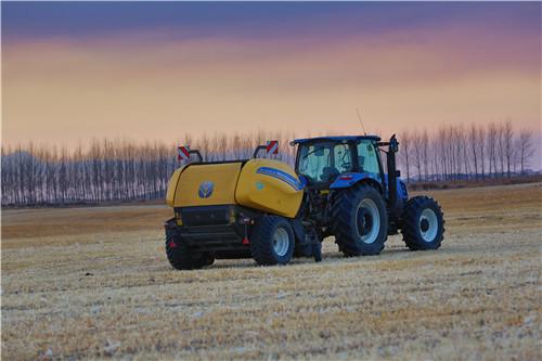 纽荷兰T1404B拖拉机及RB125圆捆打捆机.jpg