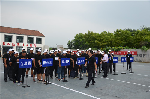 來自淄博市的60余名選手整裝待發.jpg